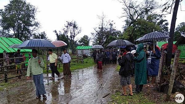 myanmar-authorities-evict-ethnic-rakhine-maungdaw-june9-2018.jpg