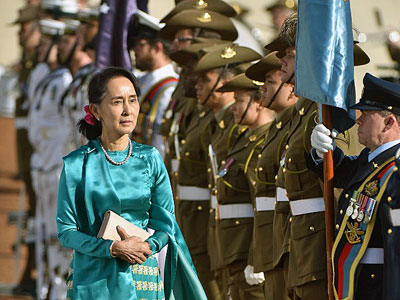 Aung San Suu Kyi (L) receives an official welcome during her visit to Parliament House in Canberra, Australia, March 19, 2018.