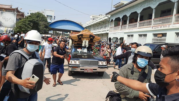 myanmar-funeral-shooting-victim-temple-mandalay-mar4-2021.jpg