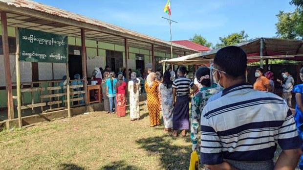 myanmar-villagers-vote-thae-chaung-sittwe-rakhine-nov8-2020.jpg