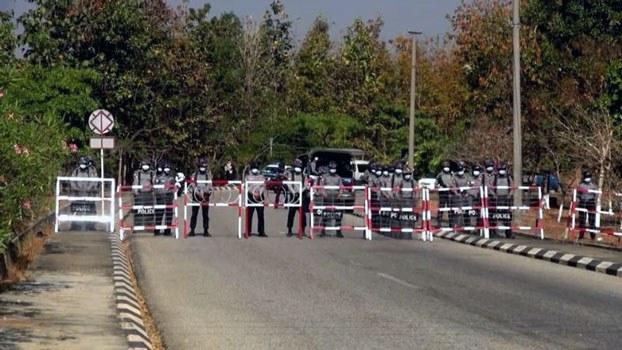 myanmar-police-roadblock-naypyidaw-jan29-2021.jpg