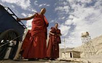tibetan_monk-200.jpg