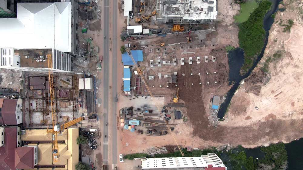Overhead Chinese construction. Safety on these sites is of a major concern, with one large building site collapse in June 2019 leading to the death of 28 Cambodian workers. Photo: RFA