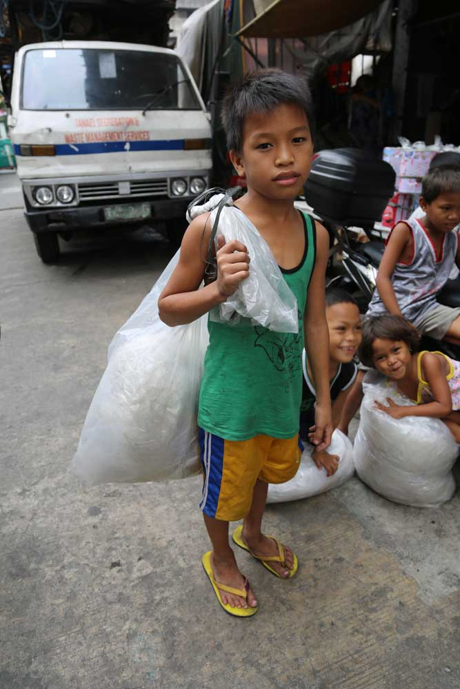 50 years of US patronage did not solve the poverty that afflicts many Filipinos. Duterte is betting that build, build, build with China will give these children a brighter future.  Photo: RFA