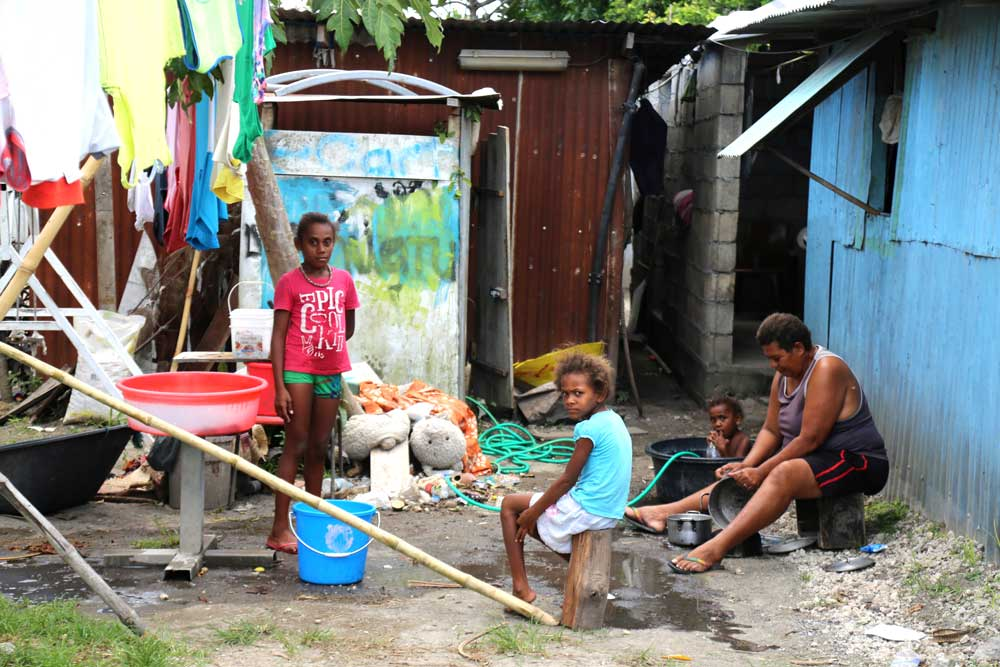 A family living in one of the largest villages in Port Vila. Local Vanuatu people are called Nivan. The poverty rate in Vanuatu is just less than 13 percent. Photo: RFA