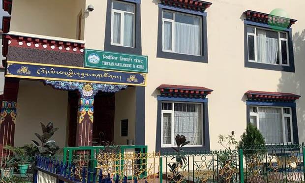 Tibet's Exile Parliament Ends Oath-Taking Impasse Following Dalai Lama's Advice