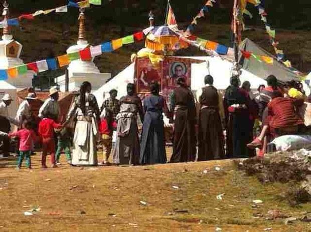 tibet-golog-lithang-hands-oct-2014.jpg