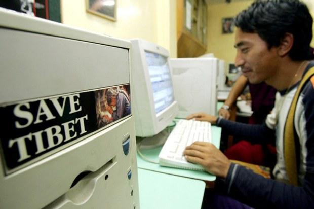 tibet-internet-dharamsala-cafe-july5-2005.jpg