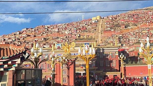 tibet-larungrecent2-041919.jpg
