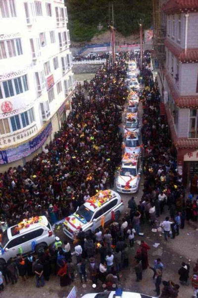 Penor Rinpoche arrives in a convoy, July 28, 2014. Credit: RFA listener