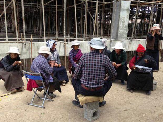 tibet-elderly-protester.jpg