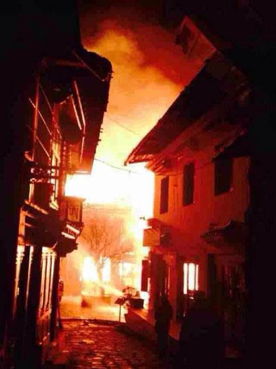 Fire tears through a section of nuns' quarters at the Larung Gar Buddhist Academy in Kardze, Jan. 9, 2014. Credit: RFA listener