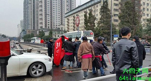 tibet-petitioners-land-jan28-2015.jpg