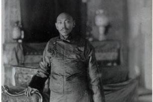 The 13th Dalai Lama photographed in Calcutta, India in 1910. Credit: Wikipedia