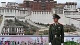 Policeman-Lhasa-305.jpg