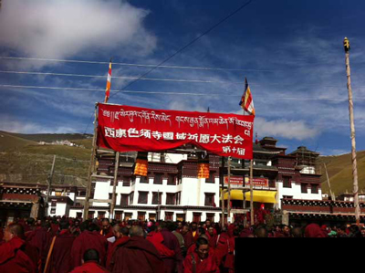 A banner welcomes participants to a gathering at Sershul monastery. Photo sent by Tibetan resident