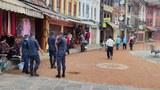 警察は、2021年9月2日、ネパールの首都カトマンズのBoudhanathStupaで見られます。