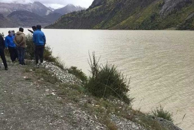 Chinese Police Stop Tibetan Travelers, Pushing One Into River and Shooting Another