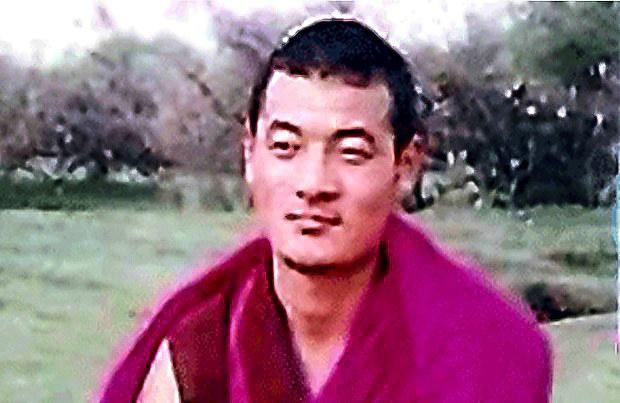 15年の刑期からの早期釈放後の健康障害のチベット僧