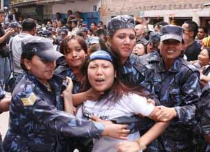 tibetan-women-protes-in-nepal-305.jpg