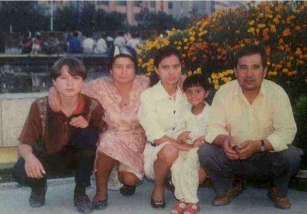 uyghur-Ilshat-Hesen-family.jpg