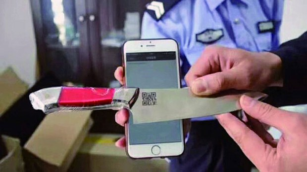 xinjiang-chinese-policemen-qr-code-knives-oct2017.jpg