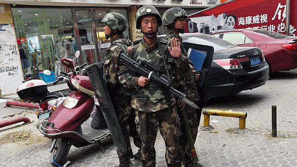 uyghur-paramilitary-police-shopping-mall-hotan-apr16-2015-crop.png