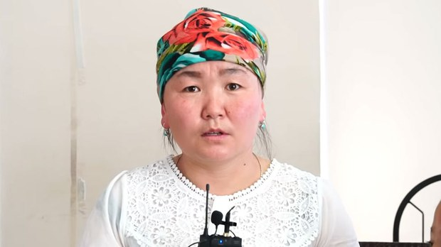 uyghur-guzire-awulqanqizi-crop.jpg