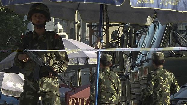uyghur-kashgar-paramilitaries-aug-2011.jpg