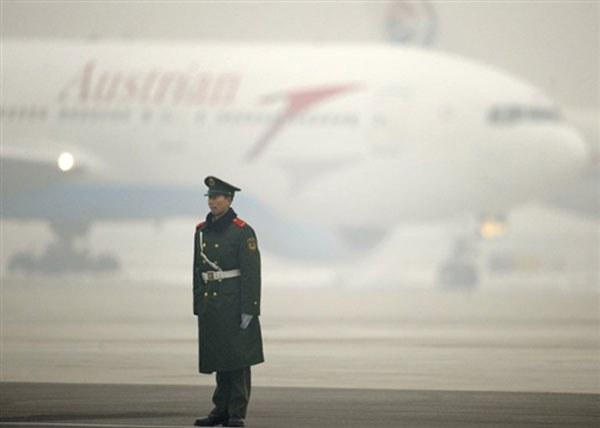china-airport-guard-jan-2010-600.jpg