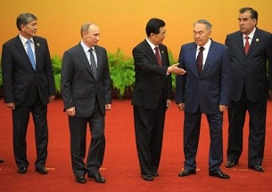 Chinese President Hu Jintao (c) with (from l to r) the leaders of Kyrgyzstan, Russia, Kazakhstan, and Tajikistan at an SCO summit in Beijing, June 7, 2012.