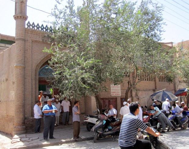 uyghur-kashgar-mosque-aug-2011.jpg