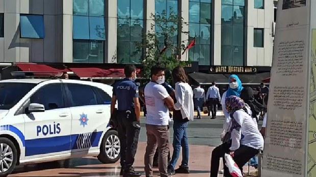 uyghur-istanbul-taksim-police-crop.jpg