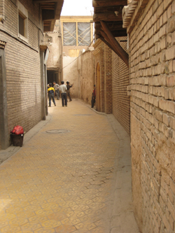 A street in Kashgar's old town, Sept. 30, 2007. Photo: RFA