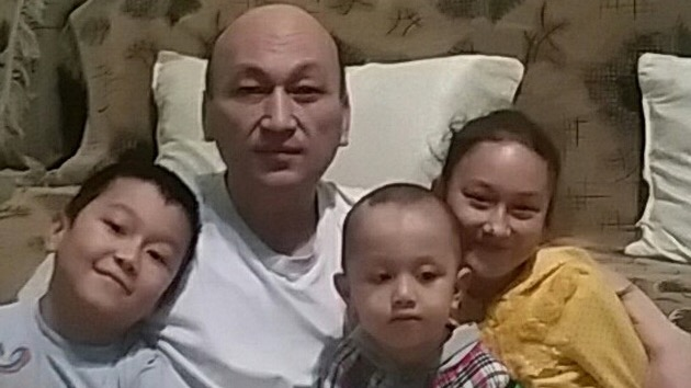 Omurbek Eli with his children in Kazakhstan following his release from detention in China, 2017.