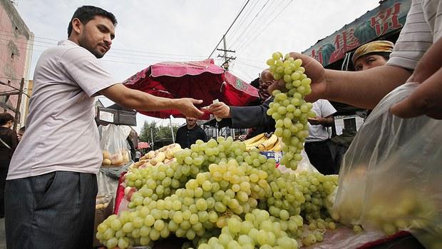 uyghur-grape-merchant-july-2009.jpg
