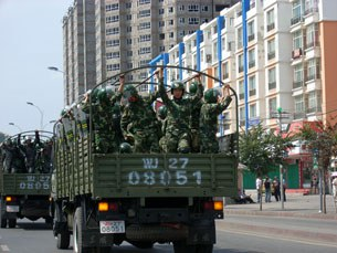 Troops-in-Urumqi-4-305.jpg