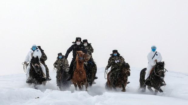 uyghur-police-altay-coronavirus-feb-2020.jpg