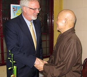 U.S. Ambassador to Vietnam David Shear shakes hands with Unified Buddhist Church of Vietnam leader Thich Quang Do after their meeting in Ho Chi Minh City, Aug. 17, 2012.