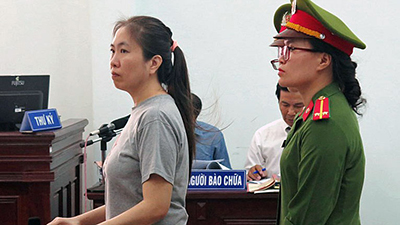 Nguyen Ngoc Nhu Quynh (L), also known as Mother Mushroom, stands trial at a courthouse in the city of Nha Trang in south-central Vietnam's Khanh Hoa province, June 29, 2017. Credit: AFP
