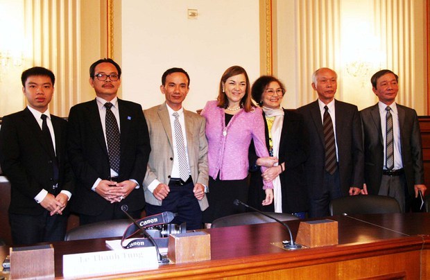 vietnam-bloggers-briefing-april-2014.jpg