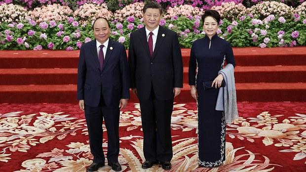 vietnam-nguyen-xuan-phuc-and-xi-jinping-beijing-bri-summit-april-2019.jpg