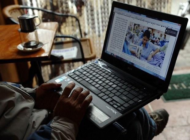 vietnam-netizen-laptop-jan-2013.jpg
