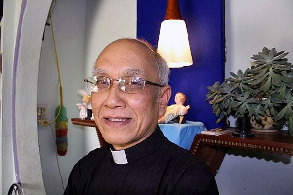 vietnam-catholic-priest-phan-van-loi-jan6-2010.jpg