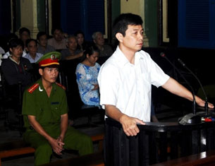 Tran Huynh Duy Thuc stands during his trial at Ho Chi Minh City People's Court House, Jan. 20, 2010. Credit: AFP