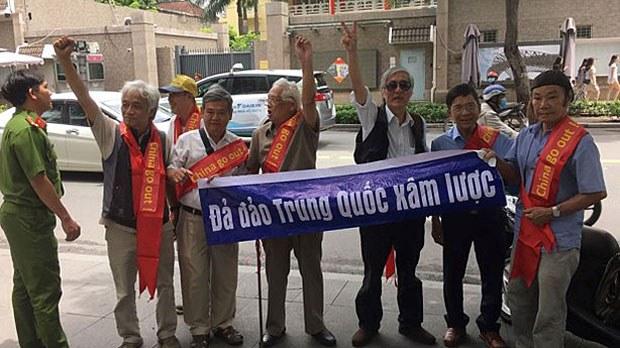vietnam-professors2-081219.jpg