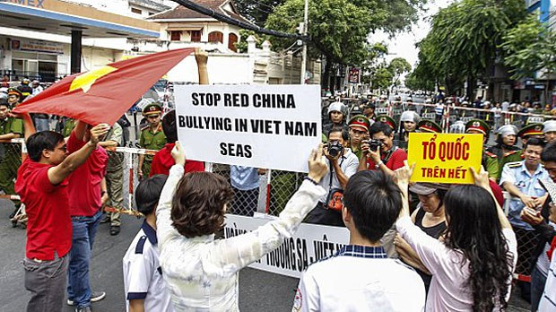 vietnam-slogans2-073019.jpg