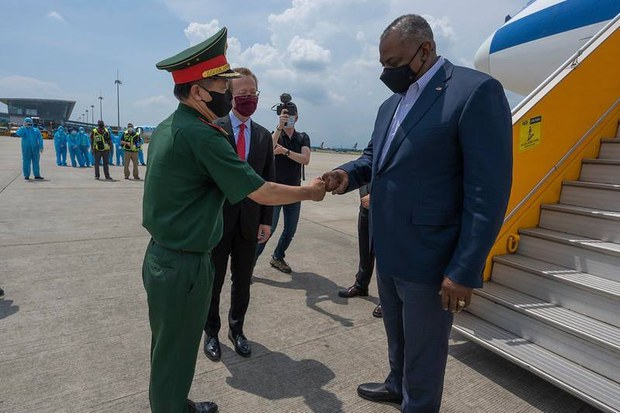 Lt. Gen. Vu Chien Thang, director of the Foreign Relations Department of Vietnam's Defense Ministry, welcomes US Defense Secretary Lloyd Austin at Noi Bai Airport, Hanoi, July 28, 2021.