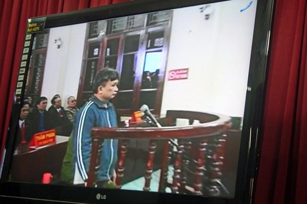 vietnam-tran-anh-kim-trial-dec29-2009.jpg
