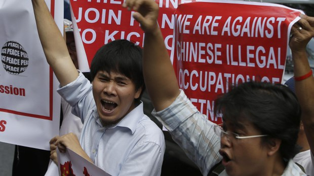 vietnam-philippines-protest-china-south-china-sea-crop